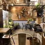 オン フラワーズ - 手作りの温もり感とナチュラルさの漂うカフェ