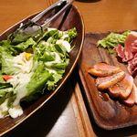 熟成肉&チーズの店 iQue' rico! ~ケリコ~  - 1皿目◇肉前菜2種盛り合わせとサラダ