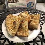 アジアン・エスニックレストラン&バー コセリ - ガーリックナン 490円(税込)