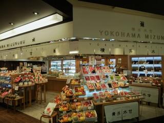横浜水信 ジョイナス店 - 色鮮やかな店頭