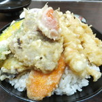 天乃家 - トマトの天ぷらと海老天1本サービス 野菜はインゲン、タマネギ、カボチャ、ニンジン