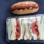ベーカーショップ田島 - 料理写真:調理パン2個だけの朝食