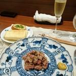 110967951 - 牛肉のたたき&トースト