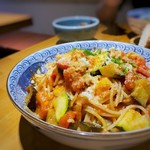 三宅料理店 - ベーコン・なす・ズッキーニのトマトソーススパゲティ(ランチ)