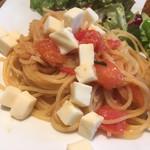 リトロボイルマーレジーナ - フレッシュトマトとモッツァレラのスパゲッティ