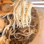 元祖とんこつ 久留米ラーメン 山亭 - 黒とんこつラーメン(全部普通)の麺
