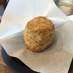 猿田彦珈琲 - チーズとナッツのスコーン