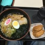 名代 富士そば - 料理写真:昔ながらのラーメン 稲荷寿司