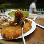 関口フランスパン - 平日昼の時間帯に行ってみたら、唐揚げとハッシュポテトも販売されていた