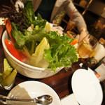 ラ・ベファーナ - バーニャカウダー。店内で栽培されている野菜も入っているようです。