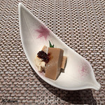 蕾 - 湯葉と胡麻豆腐の先付