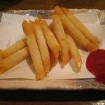 炭焼工房 飯味楽 - 食べやすい春巻き風の「チーズカリカリスティック揚げ(\400)」。