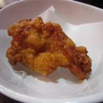 太陽のトマト麺 - からあげは骨付きで、揚げ立てカリカリジューシー。