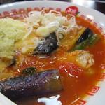 太陽のトマト麺 - ほんのりピリ辛。油通しされた茄子が甘くて。