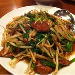 魯園菜館 - 豚レバーとニラの炒め物 880円