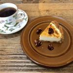 カフェトキオナ -  大人の濃厚チーズケーキ 森のコーヒー(深煎り)