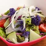 鶏と串かつ とりよし - とりよしサラダ(仕入れ状況により野菜の内容が変わります)