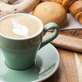ランチタイムは7時から16時♪美味しいパンとコーヒーをどうぞ