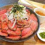 ログ - 2019年4月 ローストビーフ丼大盛【1080+200円】ご飯だけでなく肉も増量!