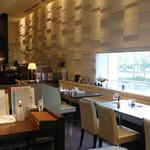 M&C Cafe - 店内