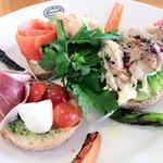 神戸屋 レストラン - 神戸サンドイッチガーデン。野菜、魚、お肉全部そろってます♪ 2012.01.02