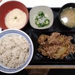そば処 吉野家 - 牛皿麦トロ御膳(並)麦飯増量670円