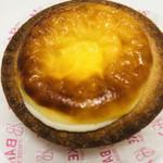 ベイク チーズ タルト - 焼きたてブラックペッパーチーズタルト