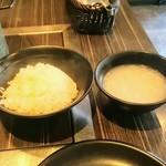 ホルモン専門店 烈 - ランチのご飯とスープ