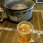 ホルモン専門店 烈 - お冷やがわりの麦茶