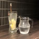 炭火焼肉 Tomo's ホルモン - 氷結生レモンサワー(追いサワー)