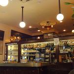 カフェレストラン フィガロ - 懐かしい階段と中二階