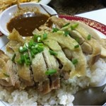 シーザー - カオマンガイ。鶏チャーハンです。タイでは一般的なお昼ご飯。