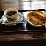 百年邑 - コーヒーだけとおもったんですがメニューを見てバケットとドリンクセットに。。。コーヒーは大好きなお味でした