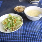 11105769 - 黒酢酢豚ランチセットのサラダ、スープ、ザーサイ