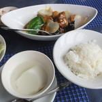 11105771 - 黒酢酢豚ランチセットの酢豚、ライス、杏仁豆腐
