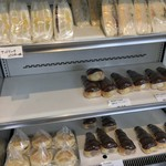 111051254 - サンドイッチ・マフィン・コルネ(4種類も!)の冷蔵ケース