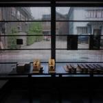 甘納豆かわむら - 店内から見た西茶屋街