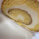中尾清月堂 - 料理写真:ロールケーキ。ハーフサイズもあり。時期でその時の旬を使ったロールケーキも多数!!どれもほんっと美味しい。