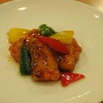 潤慶 - サーモンの黒胡麻炒め