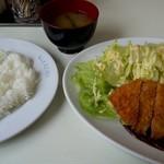洋食 なかじま - 料理写真:トンカツ(ライスみそ汁付き)up