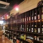 立ち飲み 竜馬 - 壁一面に、日本酒と焼酎が・・・