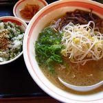 マグマ食堂 - ラーメン(とんこつ) & 高菜飯(小)