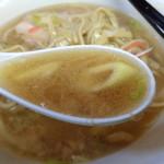 ラーメン二郎 - このスープとネギは相性抜群