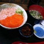 いくら家 丼 - ■マグロのタタキ生いくら 1380円