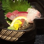 hakataunagiyafujiuna - お刺身二種             カンパチとダルマ鯛