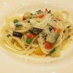111078234 - 彩り野菜のスパゲッティ