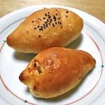 虹工房のパン屋さん - あんフランス(奥)& いちじくパン