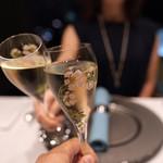 111080069 - スパークリングワインで乾杯!