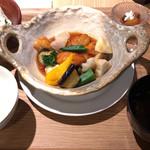 御園小町 - 7種彩野菜とチキンの黒酢和え 800円