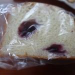 山田湾ベーカリー - ブルーベリーブレッド ¥110